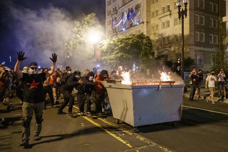 Amerika gori petu noć zaredom - novi sukobi policije i demonstranata i nove žrtve