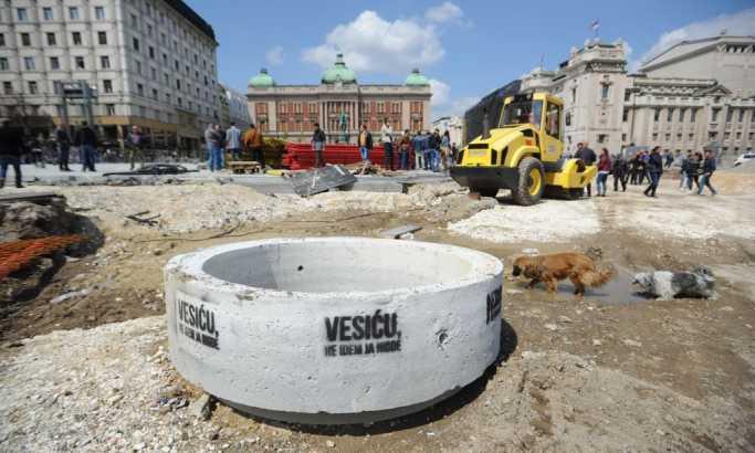 Petrović: Mi gradimo, oni ruše i maltretiraju radnike