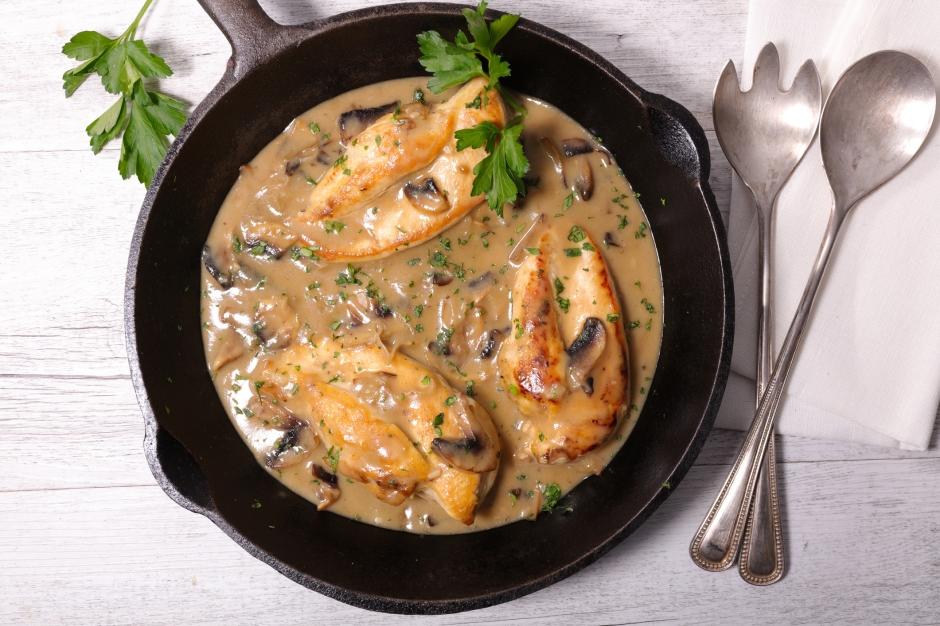 Piletina iz rerne u sosu od pečuraka