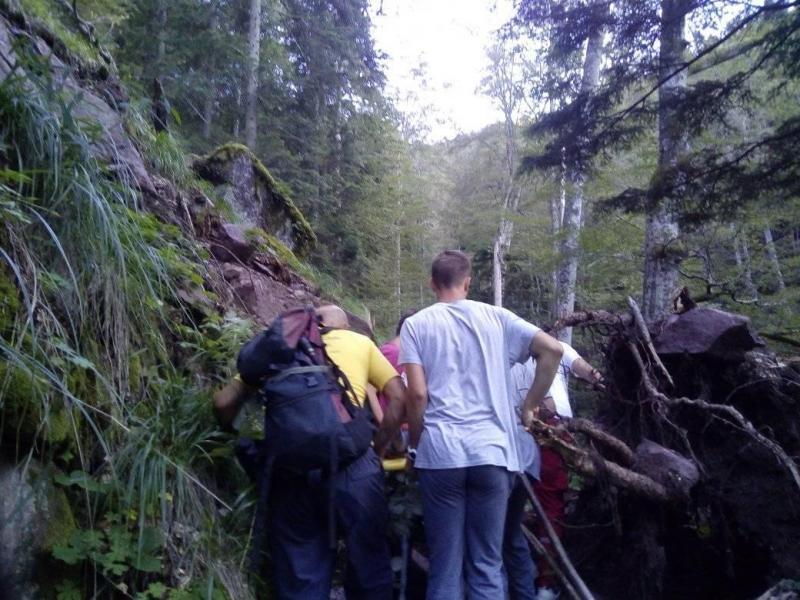 Pirotska Hitna pomoć na Staroj planini nakon 7 sati iz jame izvukla ženu sa prelomom noge