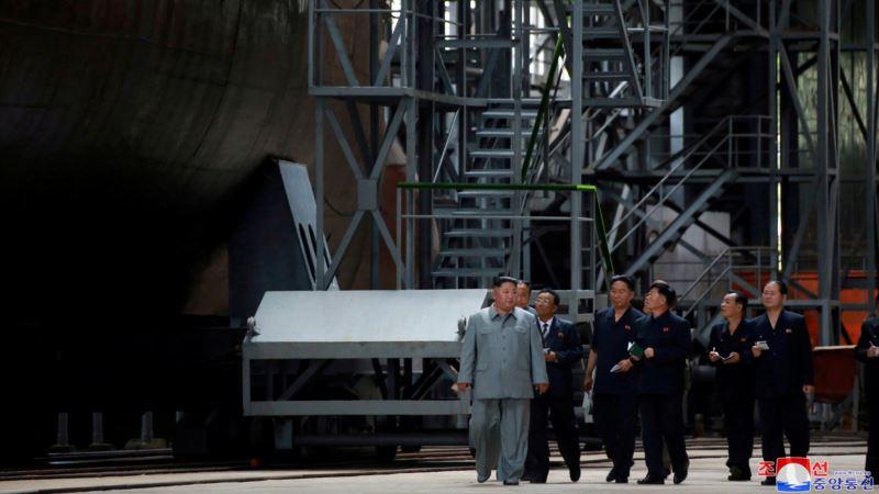 Pjongjang nastavlja pritisak, Kim obišao novu podmornicu