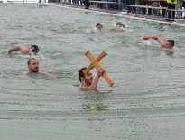 Plivanje za Časni krst na Bogojavljenje u Nišu