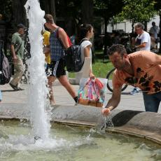 Pljuštale kazne zbog rasipanja vode: Zalivaju se bašte, peru ulice, neki imaju bazene! Moguća i blok tarifa
