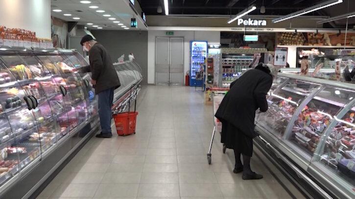 Počela isplata po 30 evra penzionerima