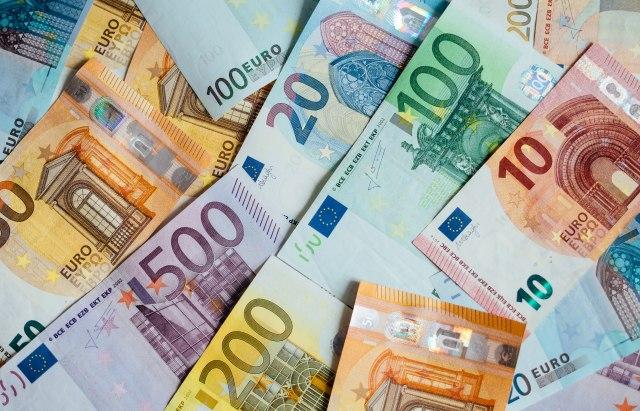 Počele provere: Poreska uprava obrađuje 1.000 ljudi sa imovinom većom od prihoda
