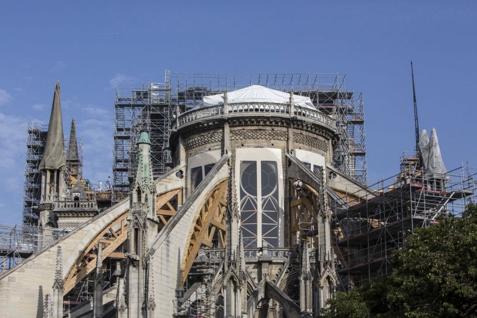 Počinje uklanjanje metalne konstrukcije na Notr Damu