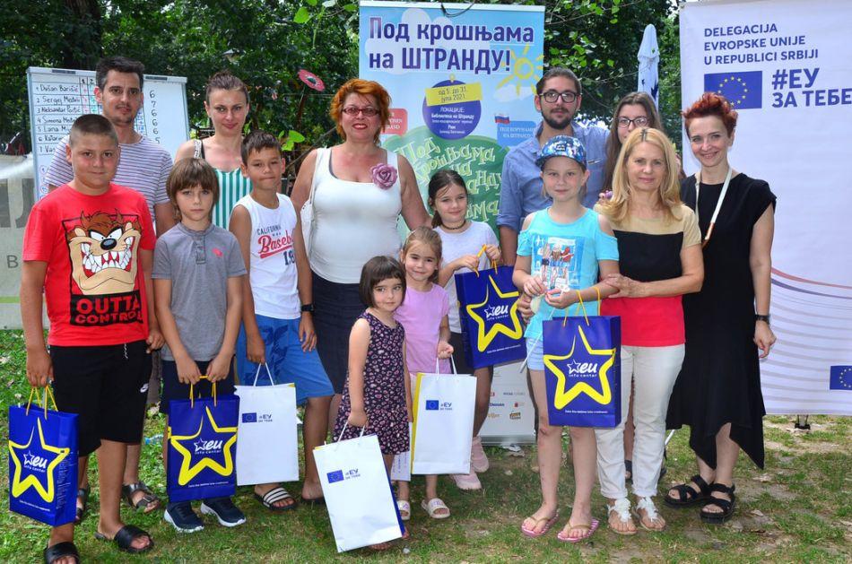 Pod krošnjama na Štrandu - nagrađeni učesnici kviza na rusinskom jeziku