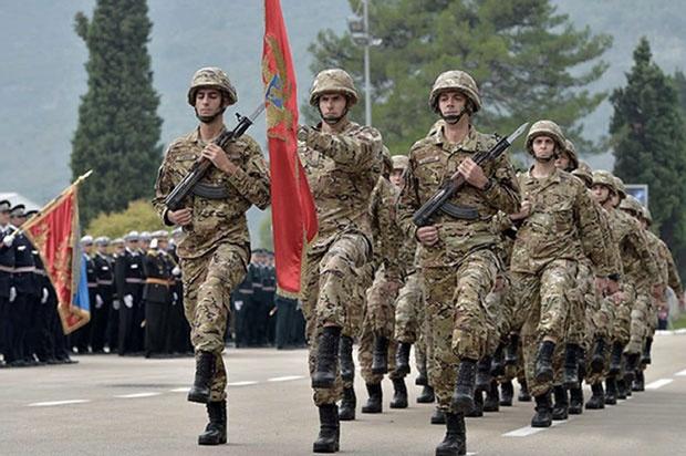 Podgorica zabranjuje pripadnicima Vojske da učestvuju na litijama