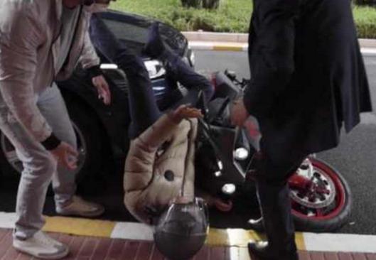 Pogledajte kako je šampion Formule 1 pao sa svog motocikla