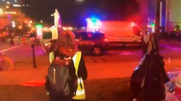 Policajac gađao novinarku suzavcem tokom TV prenosa