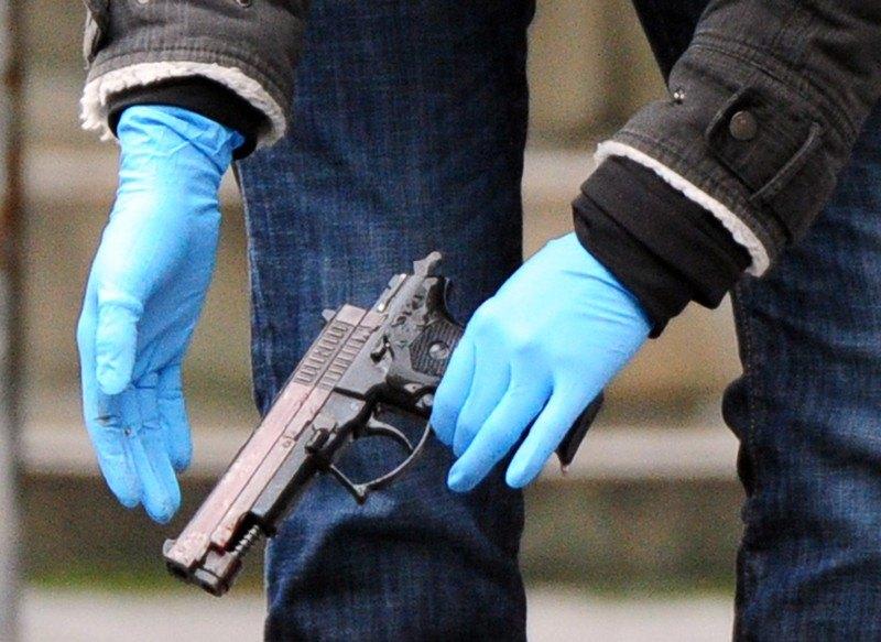 Policajki kućni zatvor jer je sakrila pištolj nakon ubistva