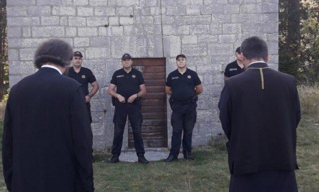 Policija Crne Gore i ove godine zabranila službu na Ivanovim koritima