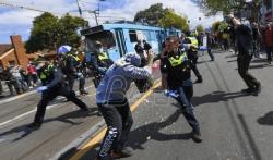 Policija biber sprejom rasterala demonstrante u Melburnu