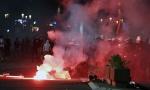 Policija na konjima ispred Skupštine, demonstranti nisu dali vatrogascima da prođu