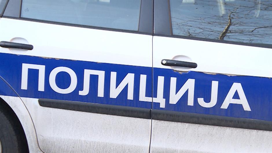 Policija opkolila zgradu na Kanarevom brdu