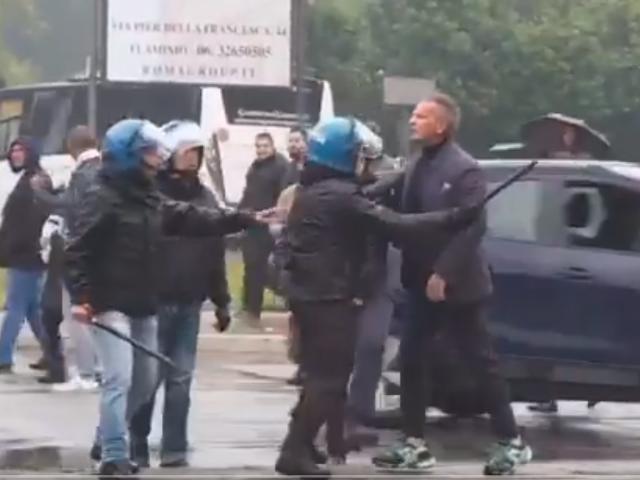 Policija sprečila tuču navijača Lacija i Siniše Mihajlovića! (video)