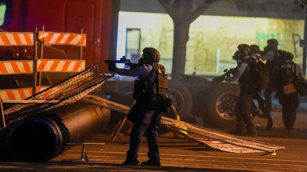 Policija u Americi puca na novinare, fotoreporterka ostala bez oka