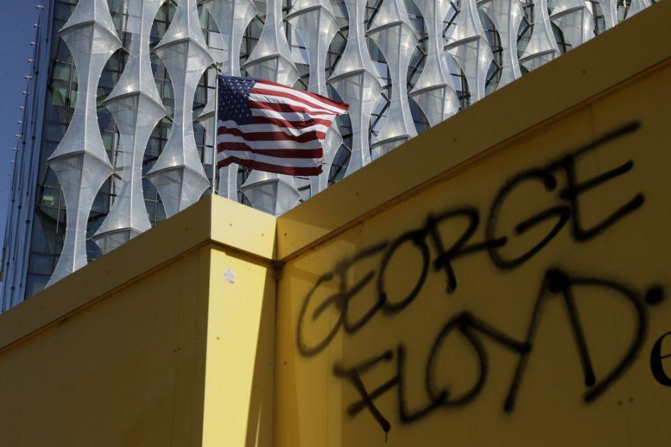 SAD: Protesti se nastavljaju uz manje nasilja, policija u Bafalu prekomerno koristila silu