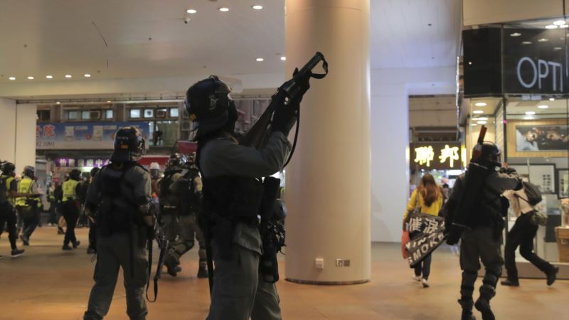 Policija u Hong Kongu puca u demonstrante, jedan pogođen