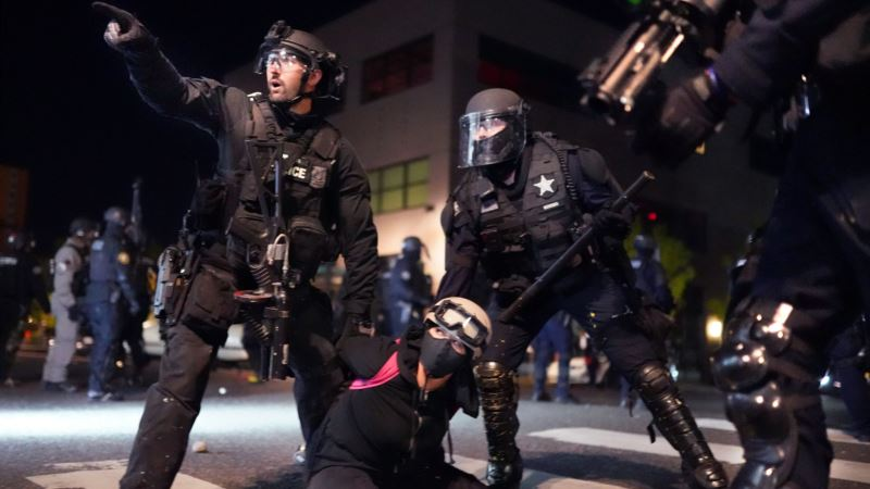 Policija u Portlandu upotrebila suzavac kako bi rasterala demonstrante