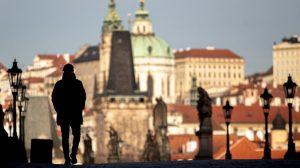 Policija u Pragu vodenim topom i suzavcem rasterala stotine huligana