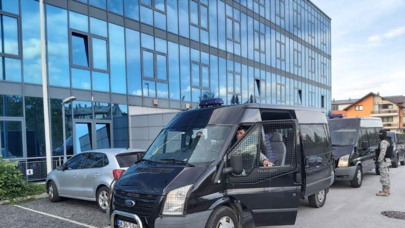 Policija u Sarajevu pronašla kombi s većim brojem migranata, vozač pobjegao