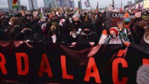 Policija zaustavila demonstracije u Varšavi, upotrebljena i sila