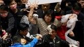 Politika, tuča i Tajvan: Opozicioni poslanici gađali premijera svinjskim crevima ljuti zbog olakšica uvoza mesa iz SAD