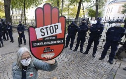 Poljska gotovo u potpunosti zabranila abortus