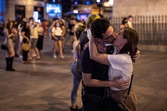 Poljubio svoju devojku na ulici u Prištini, kažnjen sa 450 evra