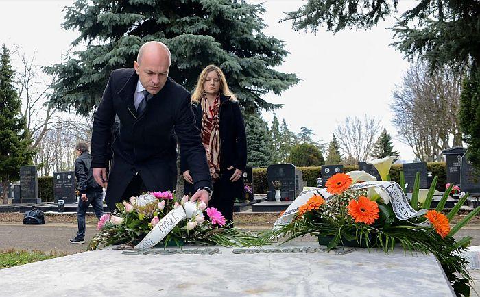 Položeni venci na grob i spomenik Miki Antiću