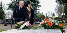 Položeni venci na spomenik i grob Mike Antića