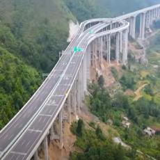 Polukružno okretanje na auto-putu? Kinezi imaju rešenje (VIDEO)