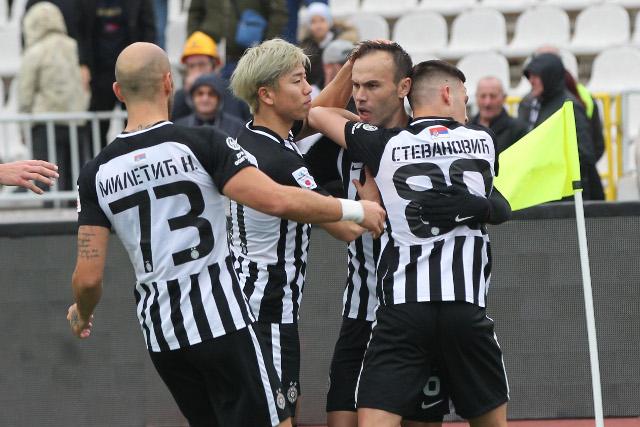 Poluvreme - Grobari uživaju, Partizan tri od tri! (video)