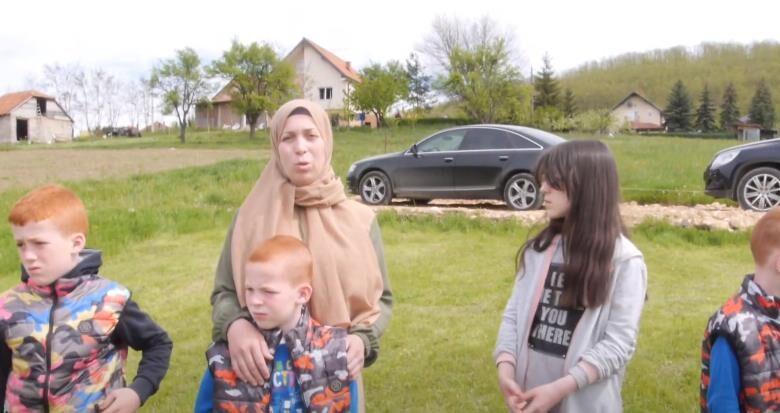 """Pomozimo samohranoj majci sa četvoro djece – """"Da mi djeca imaju krov nad glavom"""" (Video)"""