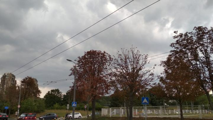 Ponesite kišobrane: Danas oblačno, svežije i sa pljuskovima