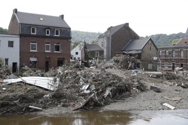 Ponovo poplave i ponovo drama u Belgiji: Vodi nosi automobile, bujice na ulicama VIDEO