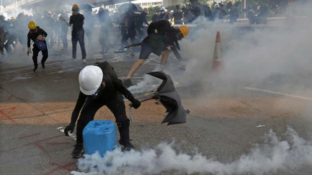 Ponovo suzavac na ulicama Hongkonga
