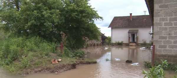 Poplave u BiH: 400 kuća pod vodom, pokrenuta klizišta