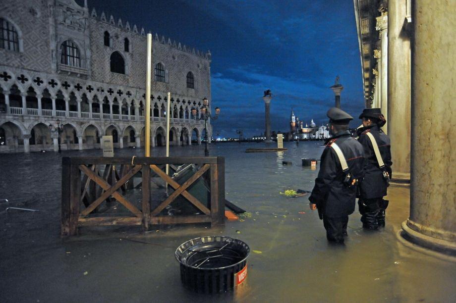 Poplavljena Venecija, bazilika i gradski trgovi pod vodom, šteta od nekoliko stotina miliona evra