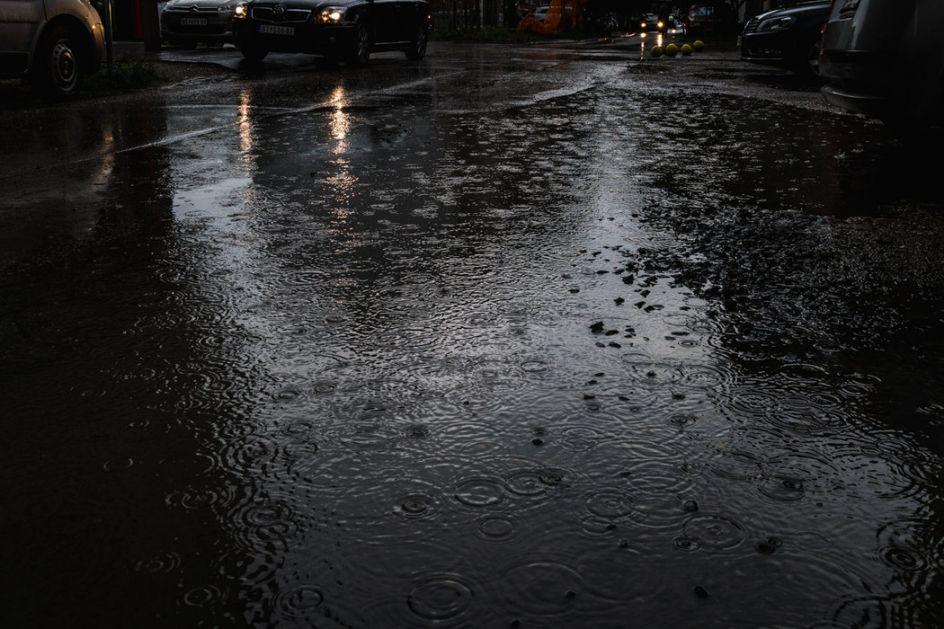 Poplavljene kuće i ulice u Nišu, palo i drvo