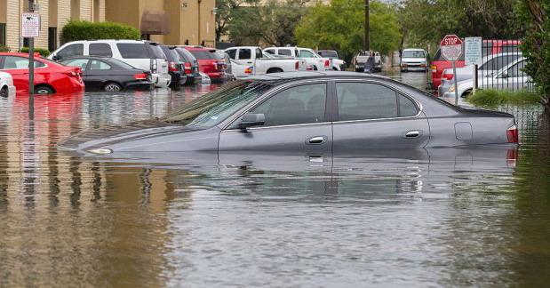 Poplavljeno preko 200.000 automobila – kupci bi mogli da budu prevareni