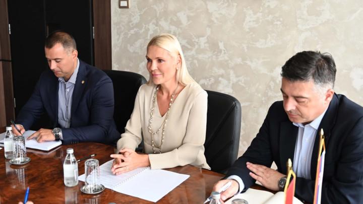 Popović Ivković i Belhaj razgovarali o argumentima Srbije protiv ponovnog razmatranja zahteva takozvanog Kosova za članstvo u Interpolu (FOTO)