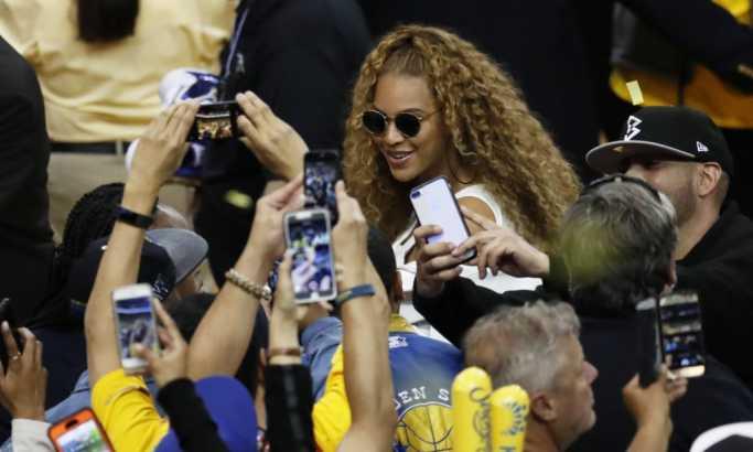 Popularna pevačica trudna četvrti put? (FOTO)