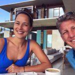 Porodično uživanje u Španiji: Ana i Bastijan i strasni poljubac pokraj mora (foto)