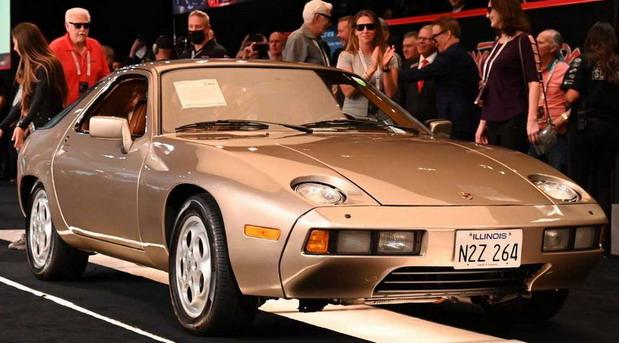 Porsche 928 iz filma Risky Business prodat za 1.980.000 dolara