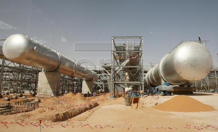 Nejasno ko je odgovoran za napad na naftna postrojenja u Saudijskoj Arabiji, ali cena nafte vrtoglavo raste