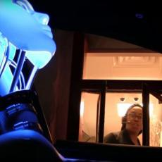 Poslali su ROBOTA u restoran da naruči hranu: Reakcije osoblja bile su URNEBESNE! (VIDEO)