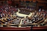 Haos u parlamentu: Obezbeđenje bukvalno jurilo poslanike po sali; za sve su krivi kovid-pasoši? VIDEO