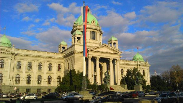 Poslanici u Skupštini o pretnjama Vučućevoj deci